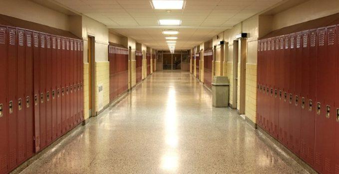 Escuela pasillo taquillas