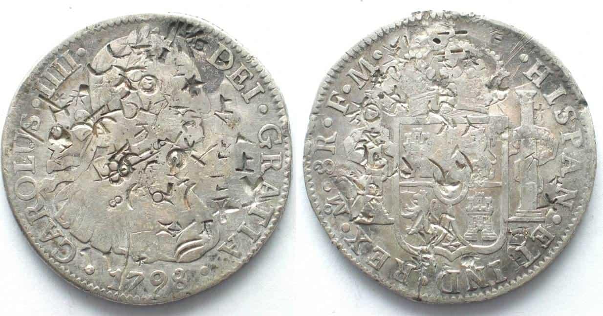 Moneda española con acuñaciones de la dinastía Ming