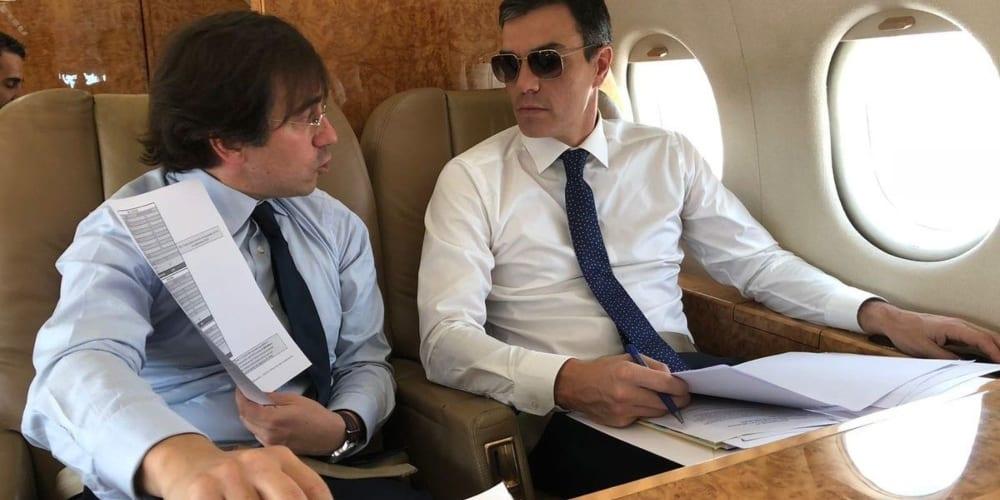 Pedro Sánchez avión gafas