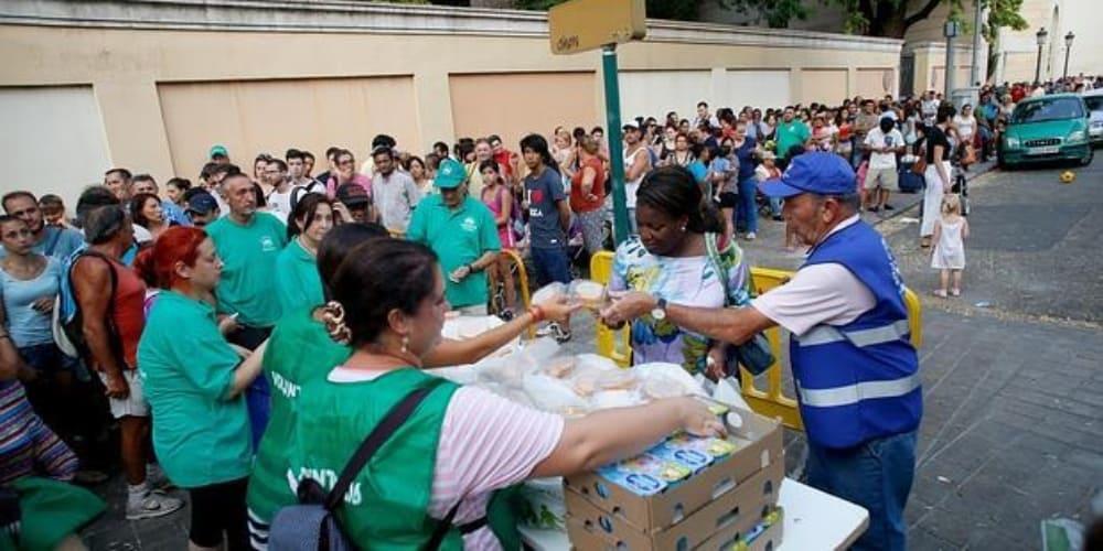 Valencia colas comida banco alimentos