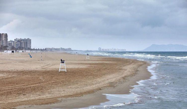 España Gandía playa vacía